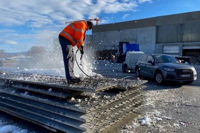 Schnee und Eis mit dem Hochdruckreiniger restlos entfernen