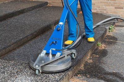 Kommunale Plätze, Bahnhöfe & Parkhäuser effektiv reinigen