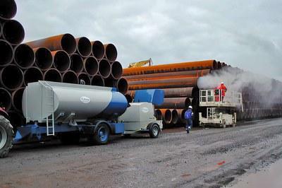 Pipeline-Rohre vor dem Einbau mit Hochdruck reinigen